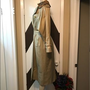 Vintage Burberry prorsum dble breasted woman coat.